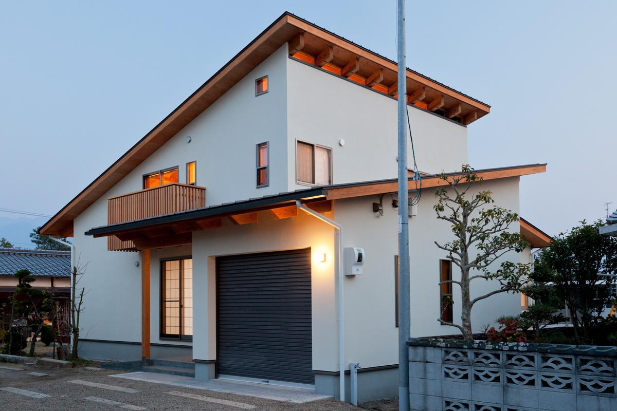 スタイリッシュかつ居住性にも優れた、女性建築家による片流れの家